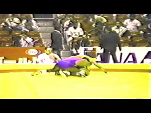 1990 Senior World Championships: 74 kg Andre Backhaus (GDR) vs. Alberto Rodriguez Hernandez (CUB)