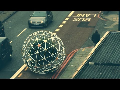 Sphere full of plants rolls around town autonomously (Tomorrow Daily 355)