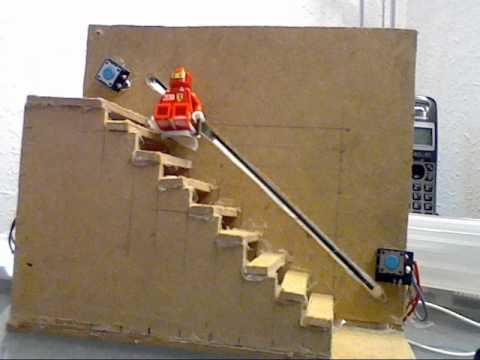 Maqueta de escalera con montacargas controlado por for Materiales para escaleras