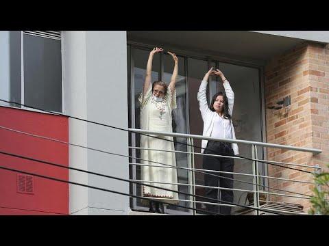 شاهد: الشرطة الكولومبية تشارك سكان بوغوتا دروس الرقص والرياضة…  - نشر قبل 12 ساعة