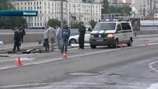 Подробности смертельного ДТП, в котором Mercedes влетел в столб в центре Москвы(, 2016-07-08T13:31:38.000Z)