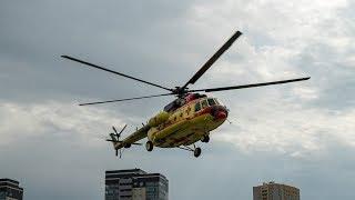 Вертолёт санитарной авиации готовится к полёту в Чаны