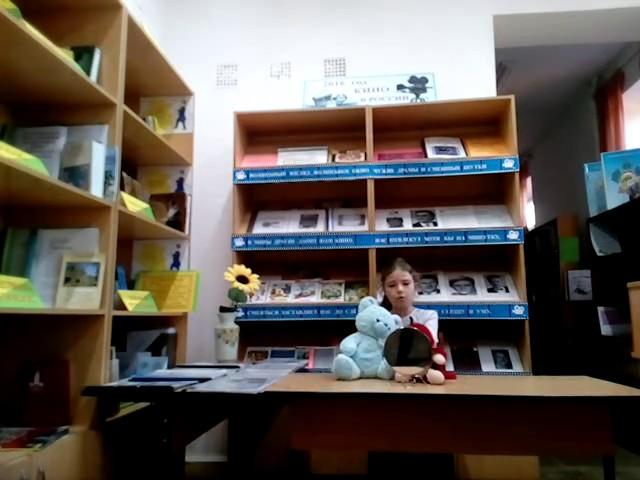 Изображение предпросмотра прочтения – АнастасияСтрелкова читает произведение «Обезьяна и зеркало» И.А.Крылова