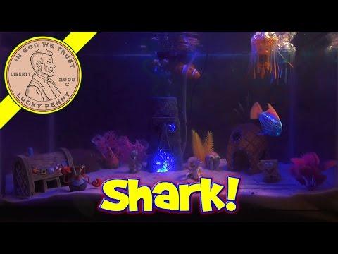 SpongeBob Electronic Fish Tank, Lil' Shark Tears Up The Tank!