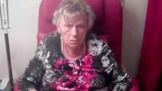 Moeder 90 jaar kan hier al 2 jaar niet  met haar geliefde dochter naar buiten!!!