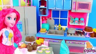 КУХНЯ ПИНКИ ПАЙ! Toy Kitchen Set Pretend Play Кухня для Кукол! Играем в Куклы с Эквестрия Герлз