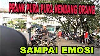 Video PRANK PURA PURA NENDANG ORANG - PRANK INDONESIA download MP3, 3GP, MP4, WEBM, AVI, FLV September 2018