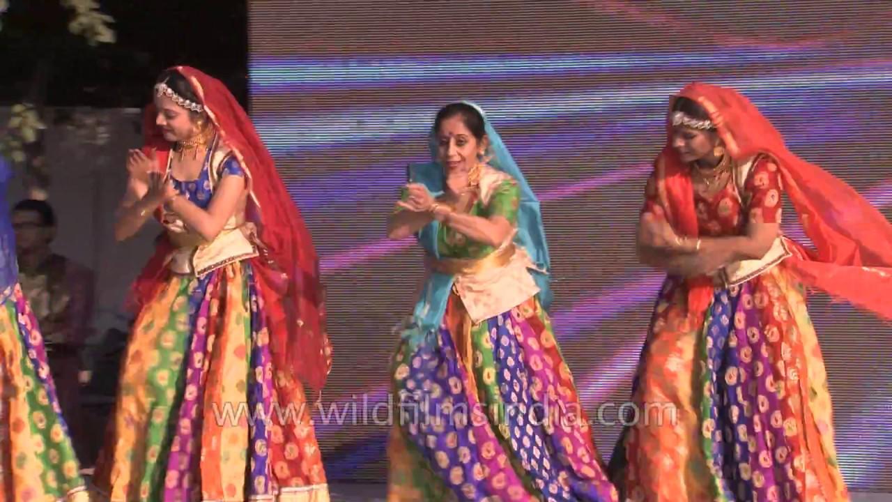 Ghoomer Dance By Rajasthani Women Youtube Baju Couple Hikaru You Me