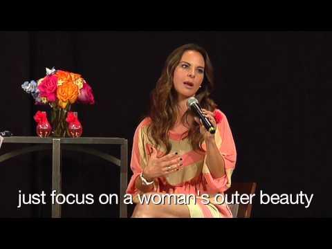 Actress Kate del Castillo Introduces Flor Alegria to Avon Representatives