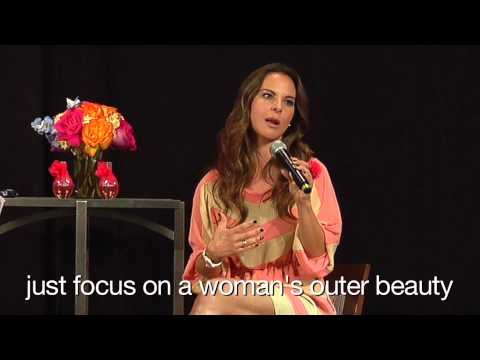 Actress Kate del Castillo Introduces Flor Alegria to Avon Representatives