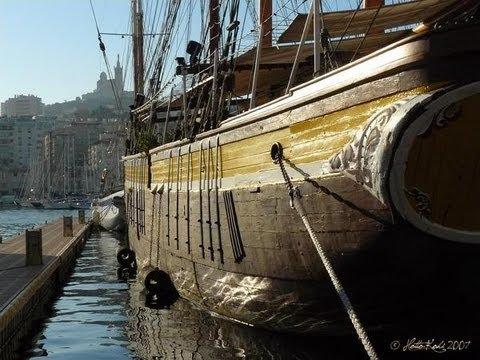 Le marseillois coule dans le vieux port de marseille - Promenade bateau marseille vieux port ...