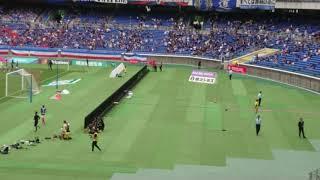 ヴィッセル神戸サポーターへ挨拶に来るティーラトン 横浜F・マリノス vs...