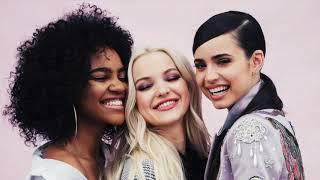 Sofia Carson, Dove Cameron, China Anne McClain from Descendants 3 - One Kiss (Male Version)