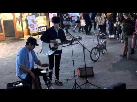 """High and dry(Radio Head)"" guitar street busking in Seoul Korea"