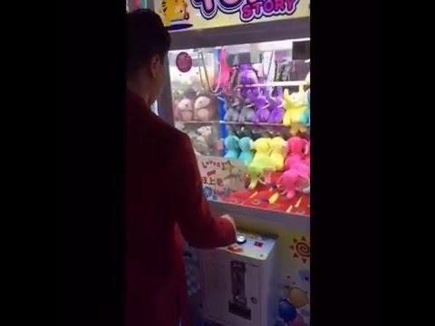 Revelan un truco para ganar siempre en las máquinas de peluches