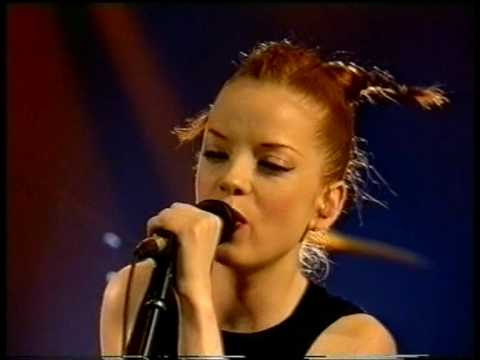 """Garbage """"Special"""" and """"Keep Breathing"""" acoustic [Nulle Part Ailleurs, January 1999]"""