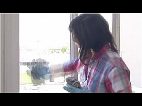 Household Cleaning : How to Wash Windows Without Streaks