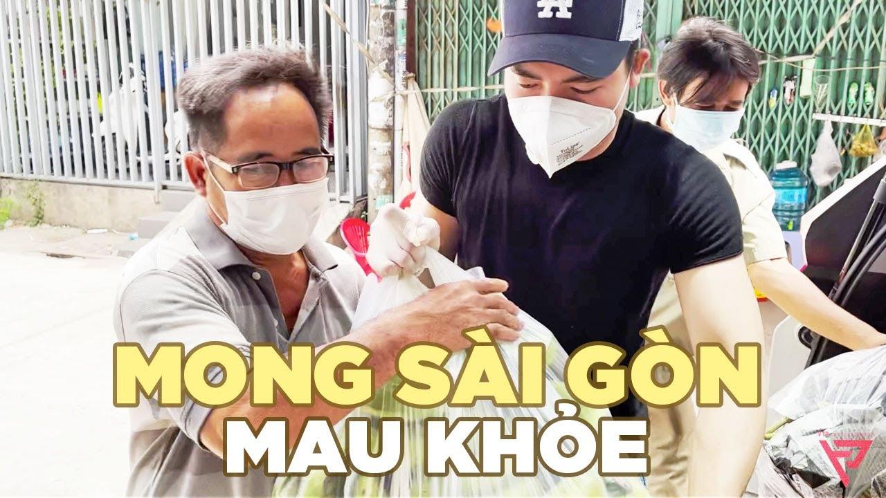 Võ Tấn Phát đi phân phát lương thực cho những nơi bị phong toả khắp Sài Gòn