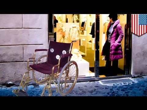Rich Chinese tourist flaunts wealth by shopping in wheelchair