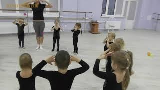 Танцы для малышей//Открытое занятие для родителей младшей гр.