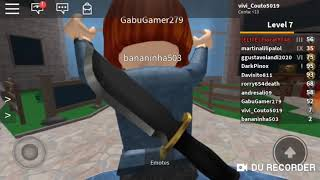 Playing Roblox (biting Mister) with bananinha503