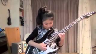 【海外の反応】神業だ!日本の天才ギター少女の驚愕の演奏に本家外国人バンドも仰天!