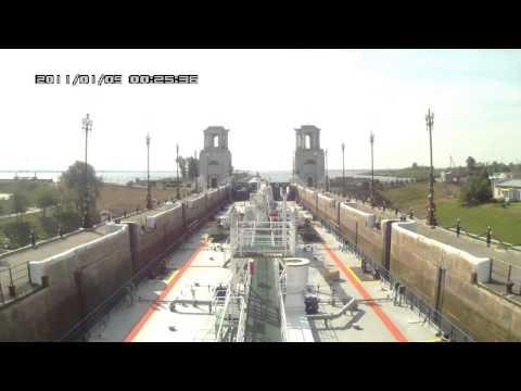 видео: Волго-Донской канал. Шлюзование и расхождение нефтеналивного судна