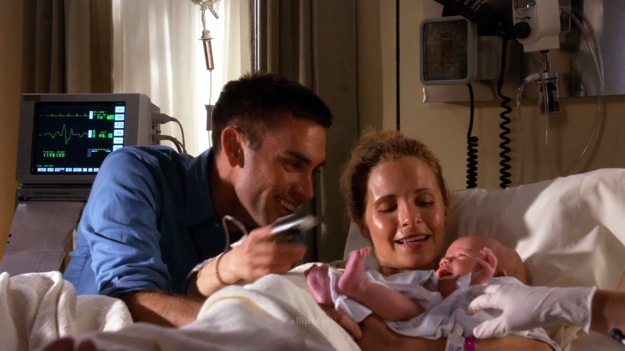 Download Army Wives (2007–2013): Roxy gives birth to her twins