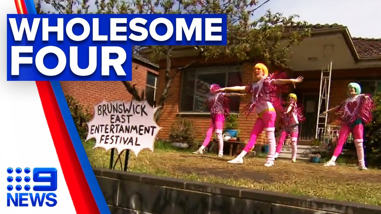 Performing housemates on front lawn brings smiles during lockdown | 9 News Australia