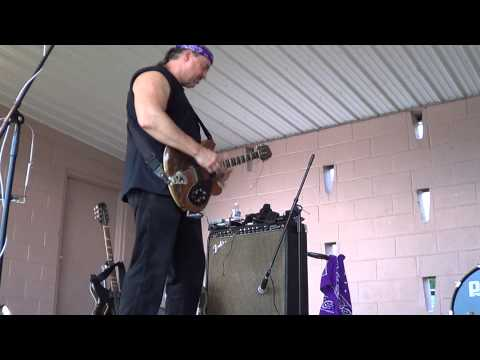 Bluesman Tom Larsen hitting theTerre Hill sweet spot