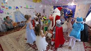 НОВОГОДНИЙ  ПАРОВОЗИК Музыкальная игра с Дедом Морозом Дет САД ЛАСТОЧКА