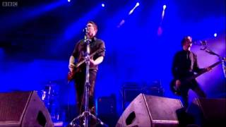 Queens Of The Stone Age - Feel Good Hit Of The Summer (Glastonbury 2011) HD