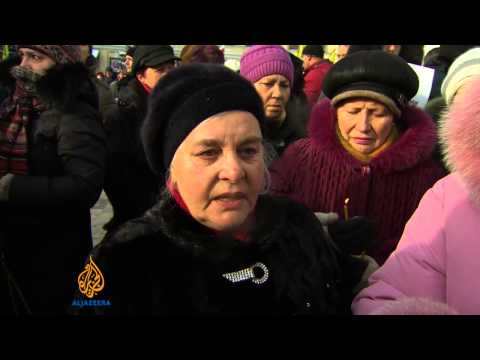 Thousands mourn Ukraine protester amid unrest