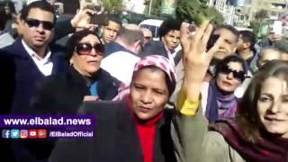 محيط «مجلس الدولة» بالدقي يهتز بهتاف «مصر هي أمي».. فيديو وصور
