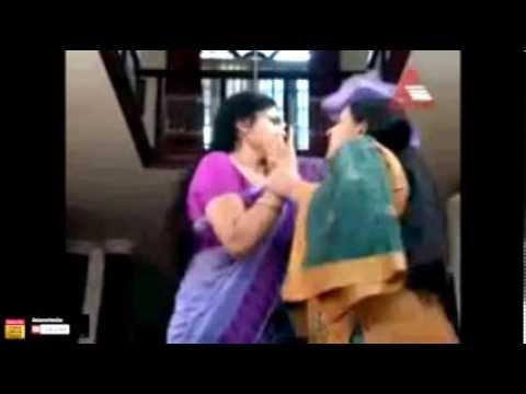 ▶ Asha Sarath first time clear navel show (rare)
