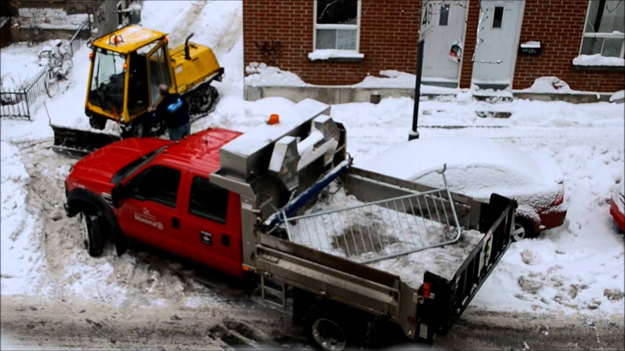 Snow Plow Truck For Sale >> SIDEWALK CLEANER PUSHES MONTREAL TRUCK OUT OF SNOW BANK ...