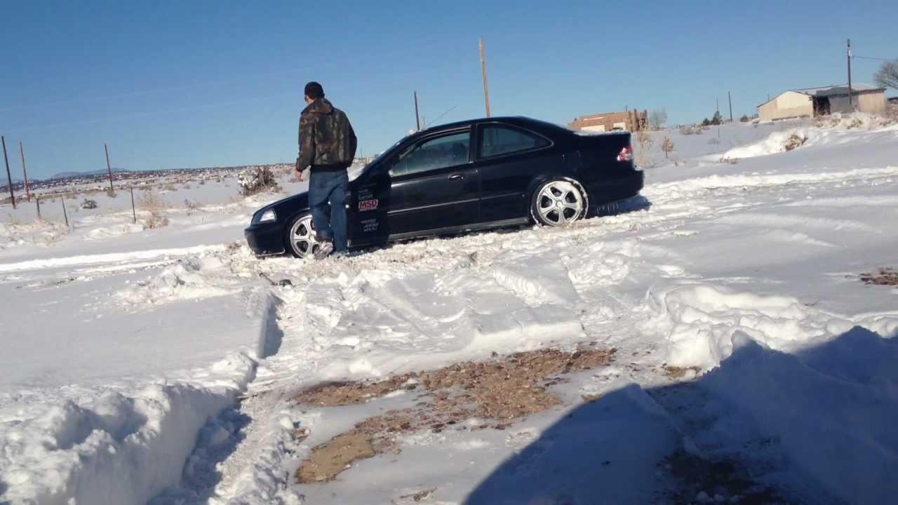 honda civic stuck in snow [ 1280 x 720 Pixel ]