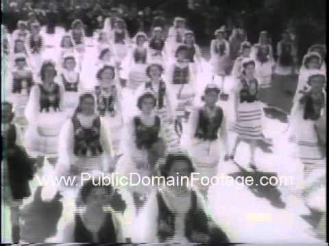 Polish Americans hail General Pulaski with a parade - WWII newsreel archival footage