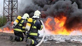POŽÁRY.cz: Pražští profesionální hasiči trénovali hašení hořící hořlavé kapaliny v Neratovicích