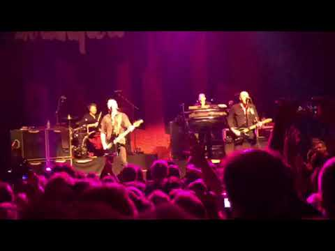 The Stranglers No More Heroes live Paris November 2017