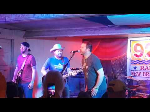 Randy Rogers Band and Wade Bowen singing Standards at Gruene Hall at the 2016 Americana Music Jam