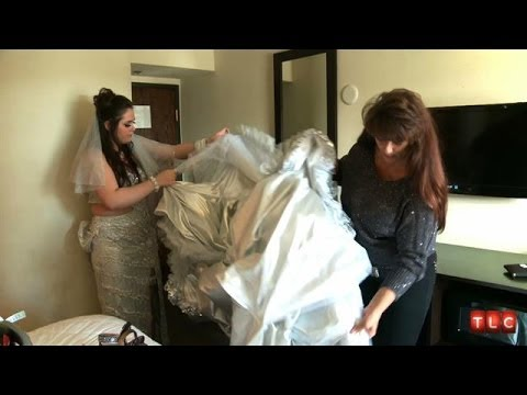 Putting on This Gypsy Wedding Dress Is Too Hard | My Big Fat American Gypsy Wedding