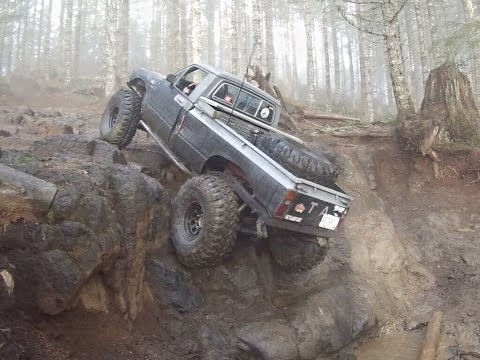 1st Gen Toyota On 39s Running Waterfall At TSF