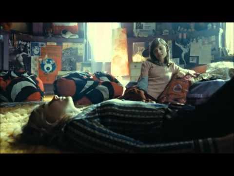 'Dark Shadows' Deleted Scene - Carolyn & Victoria Discuss Barnabas