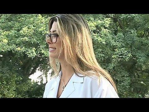 Loira oferece exame de vista para marmanjos e mulherada fica furiosa
