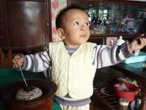 Cau Be Hut Thuoc Lao Vinh Bao / Clip Pham Quy Anh
