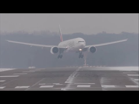 Emirates vs Turkish airlines boeing 777 crosswind landing