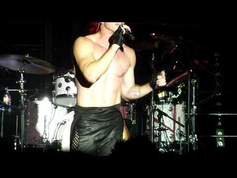 """Jake Shears beefed up! Scissor Sisters """"Take Your Mama Out!"""" LIVE"""