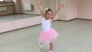 Детская школа балета. Кристина - Балерина!(Кристина с радостью ходит в школу балета, в младшую группу от 4-х лет и сегодня она выступала перед гостями..., 2016-06-28T21:00:43.000Z)