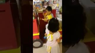 Publication Date: 2017-06-25 | Video Title: 我家的Alexis and Alicia 今年九月入學了,就